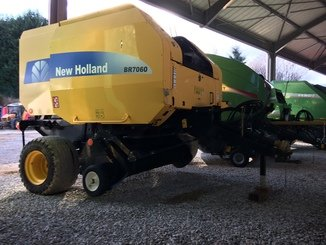 Presse à balles rondes New Holland BR7060 - 3